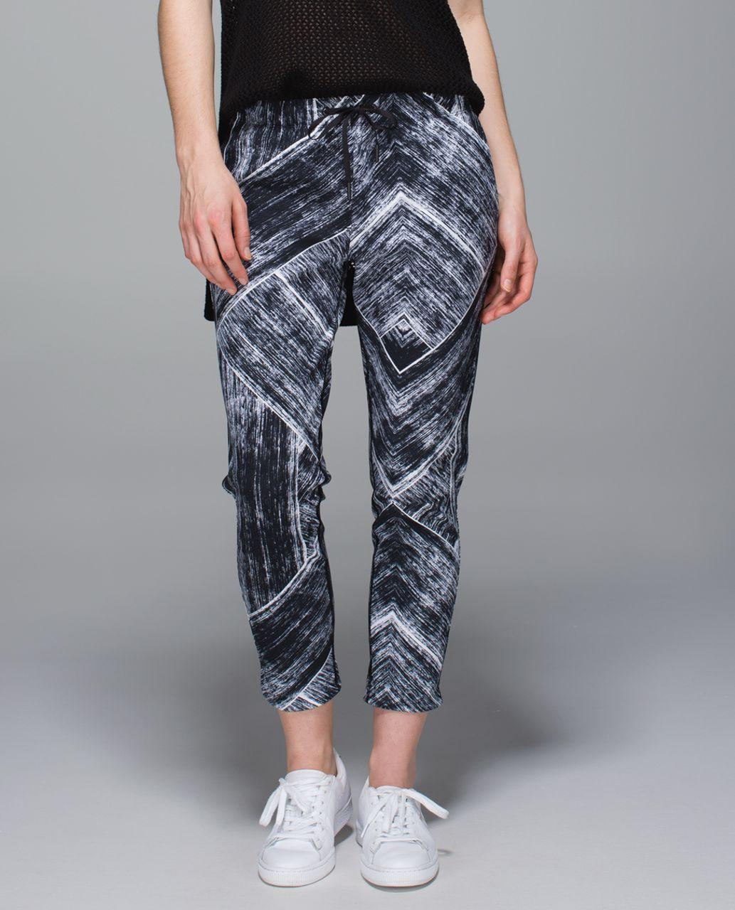 Lululemon Jet Crop (Slim Trouser) - Heat Wave White Black / Butter Pink
