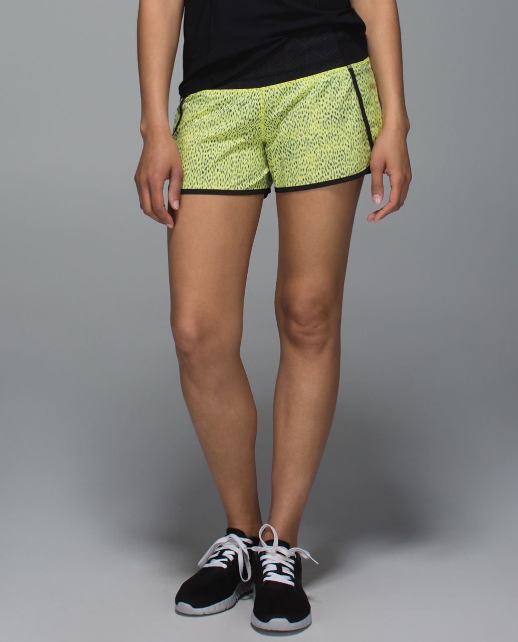 Lululemon Run Times Short *4-way Stretch - Dottie Dash Clarity Yellow Black / Black