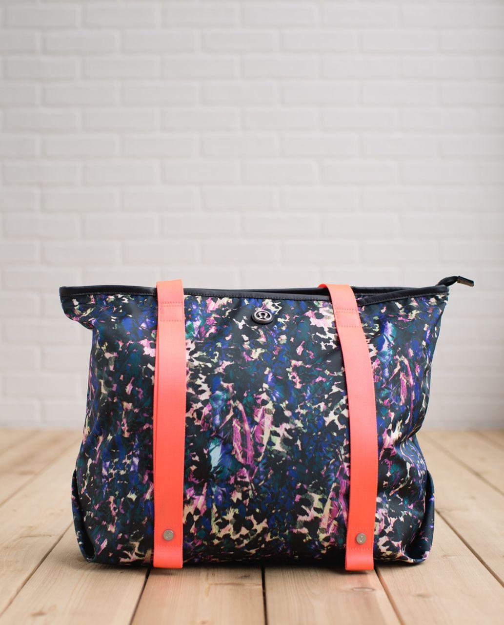 f04f7594081 Lululemon Summer Lovin' Tote - Floral Backdrop Black Multi / Deep ...