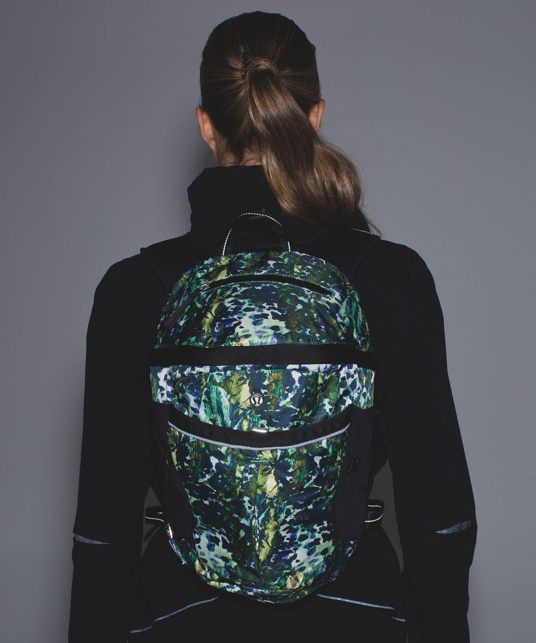 Lululemon Run All Day Backpack - Floral Backdrop White Multi / Black