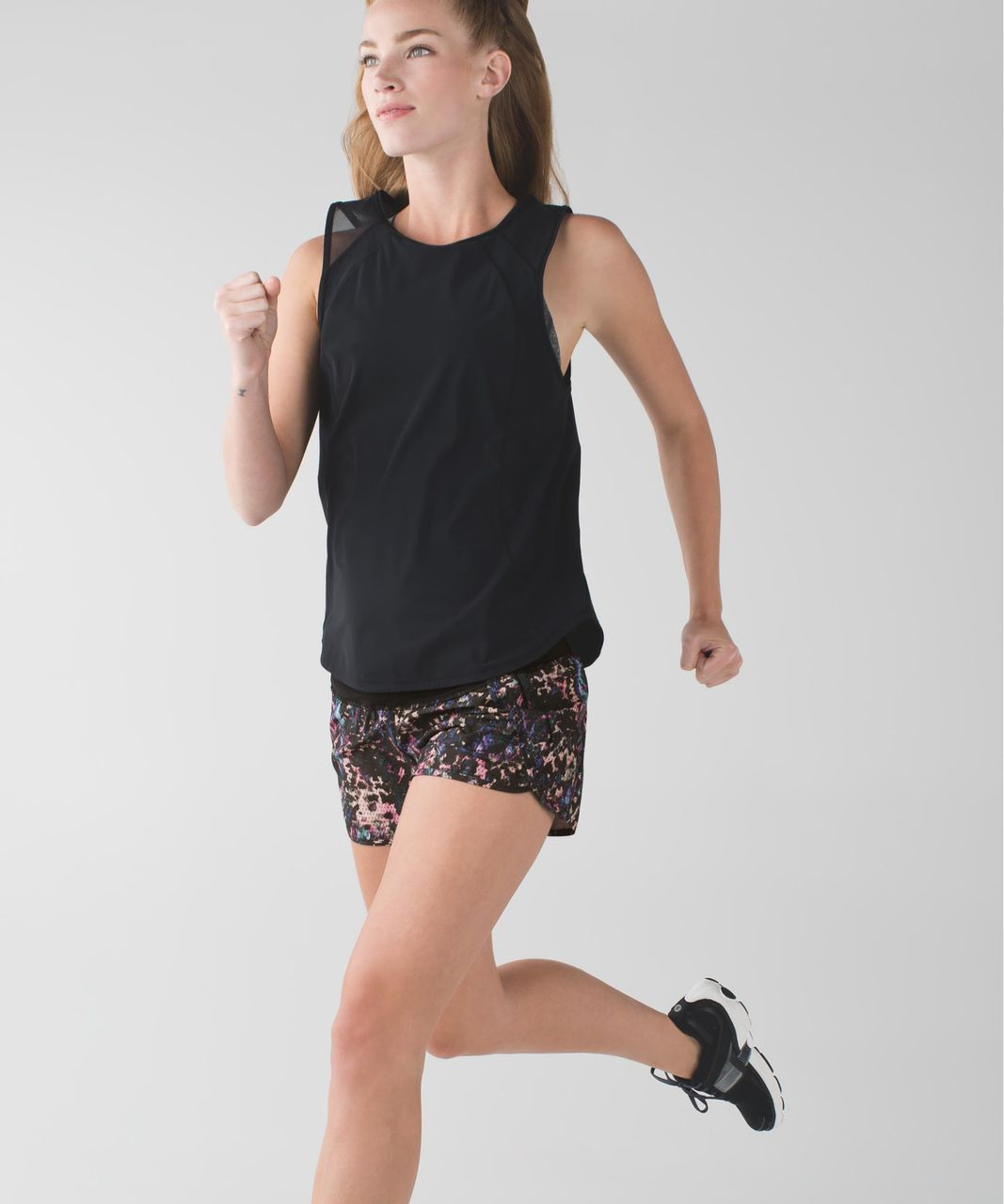 Lululemon Run Times Short *4-way Stretch - Floral Sport Black Multi / Black