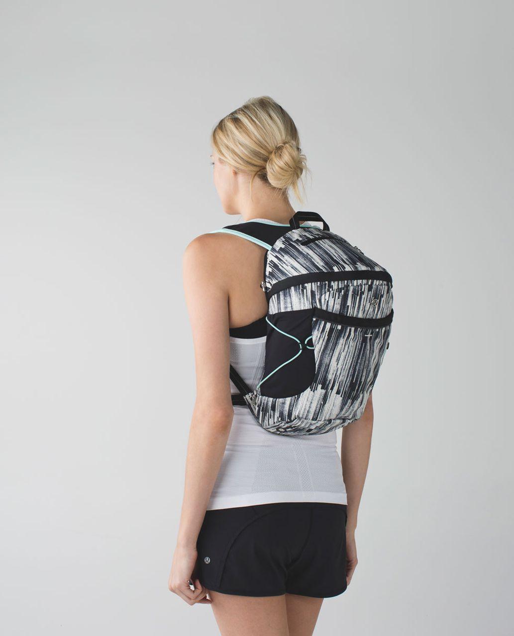 Lululemon Run All Day Backpack - Scratch Match Angel Wing Black / Black