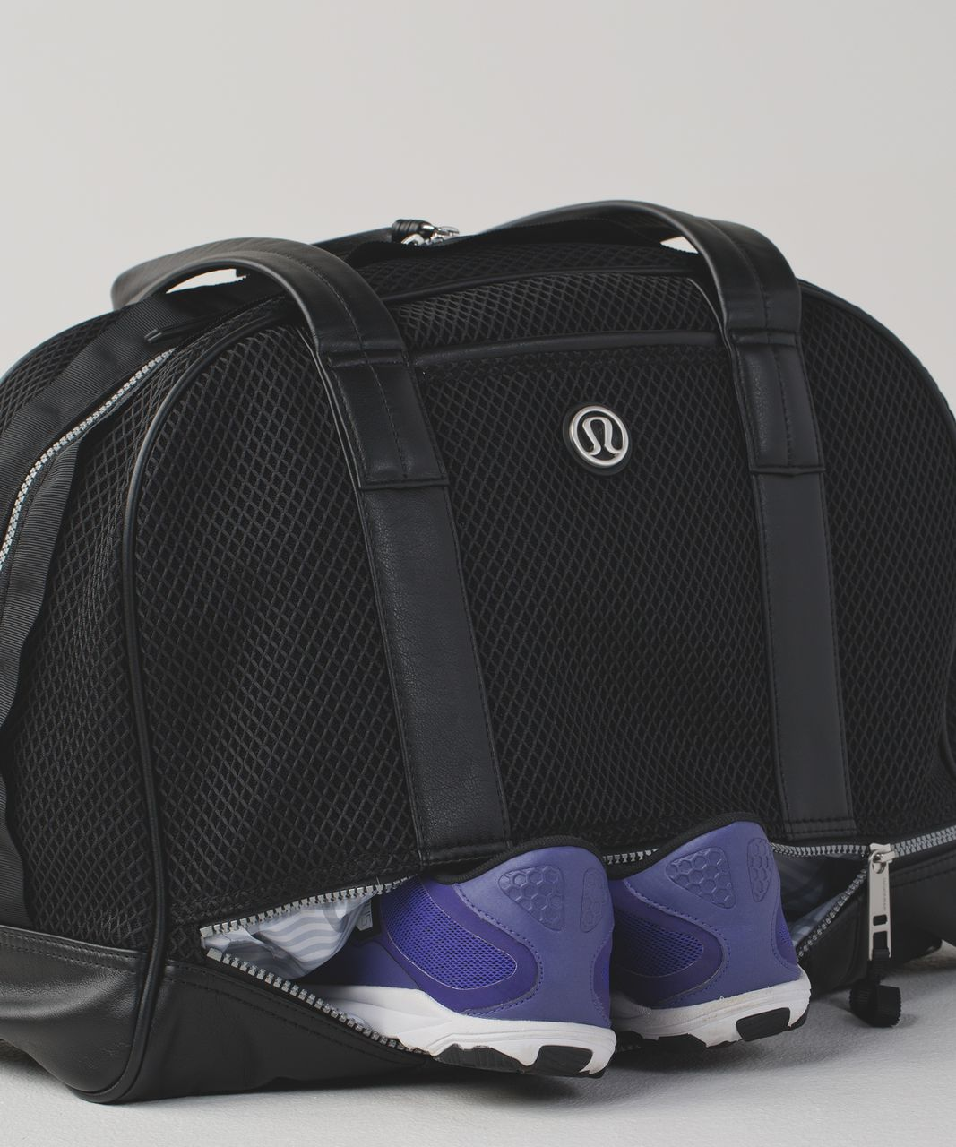 how to get a red & black lululemon bag
