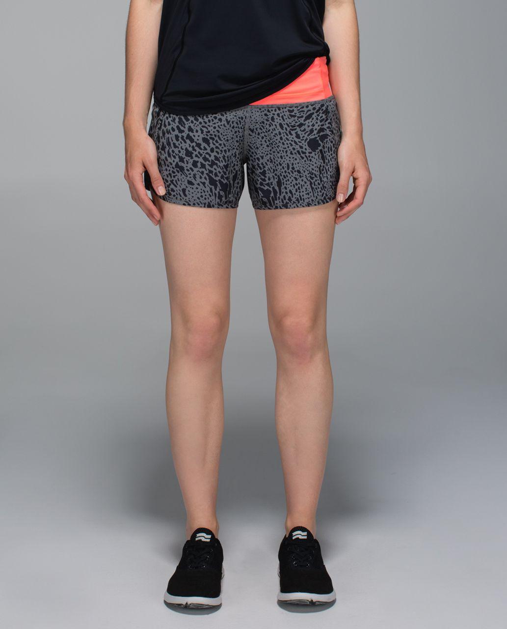 Lululemon Run Times Short *4-way Stretch - Watermark Slate Black / Grapefruit