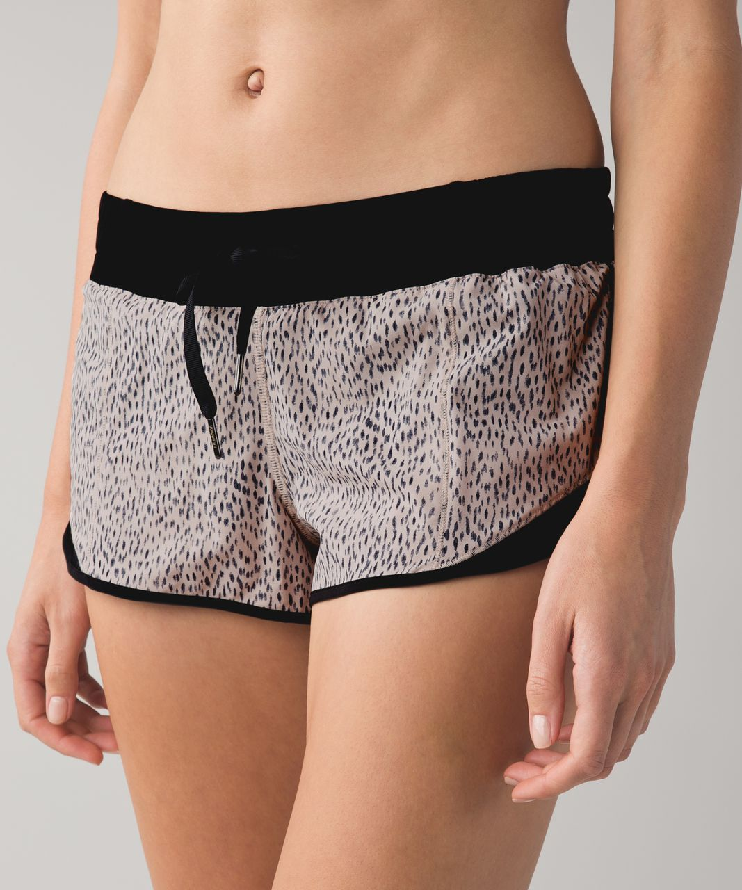 Lululemon Hotty Hot Short - Dottie Dash Grain Black / Black