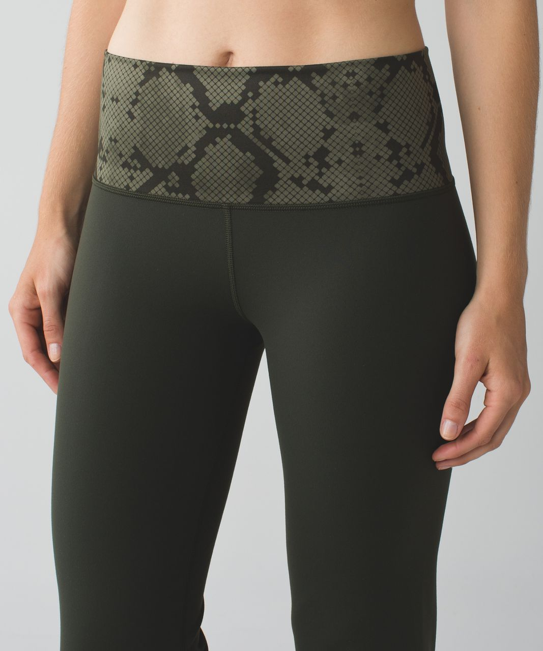 Lululemon Groove Pant III (Regular)   *Full-On Luon - Gator Green / Ziggy Snake Fatigue Green Gator Green
