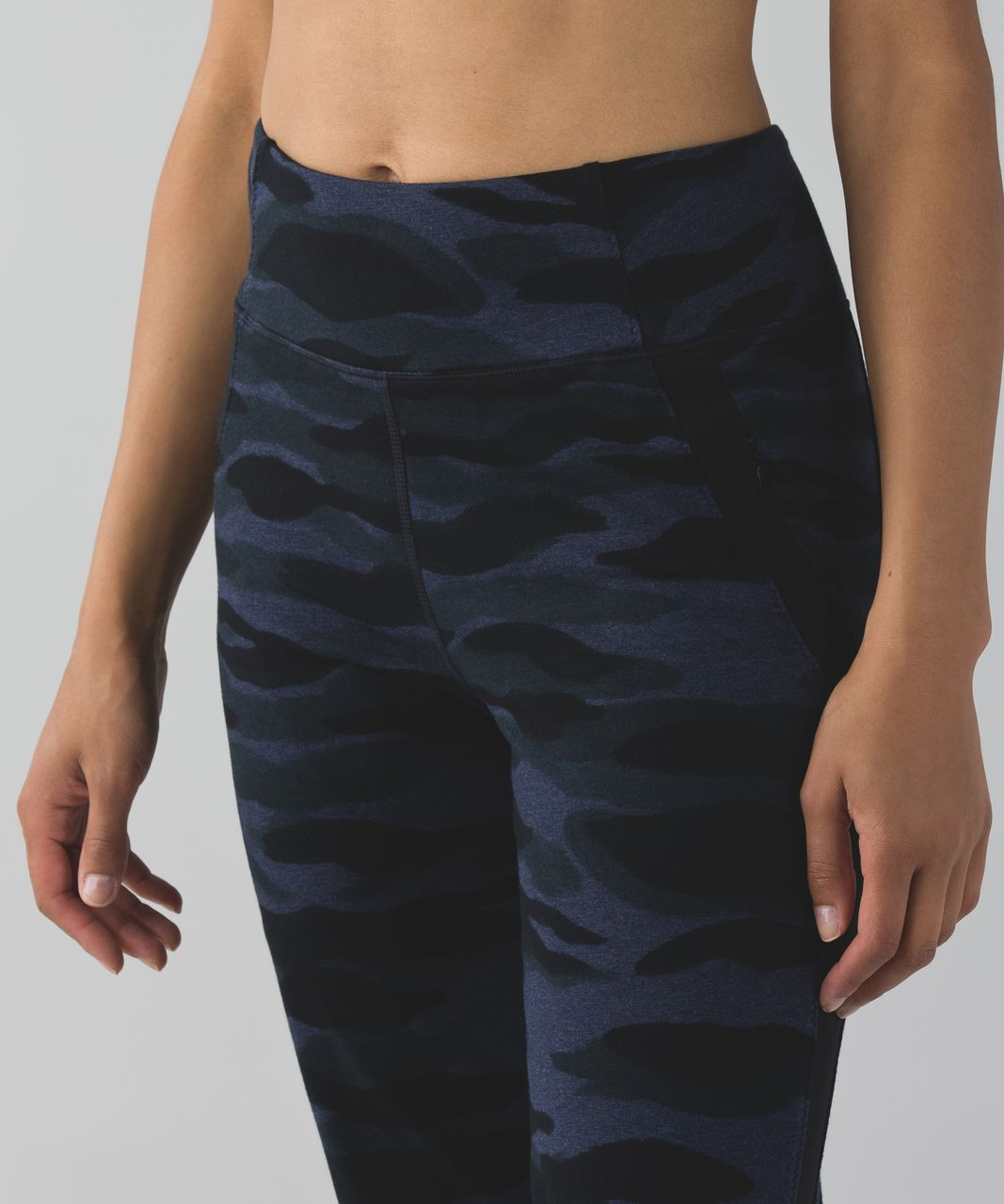 Lululemon Bolt Sweatpant - Mini Coast Camo Heathered Deep Navy Black / Black