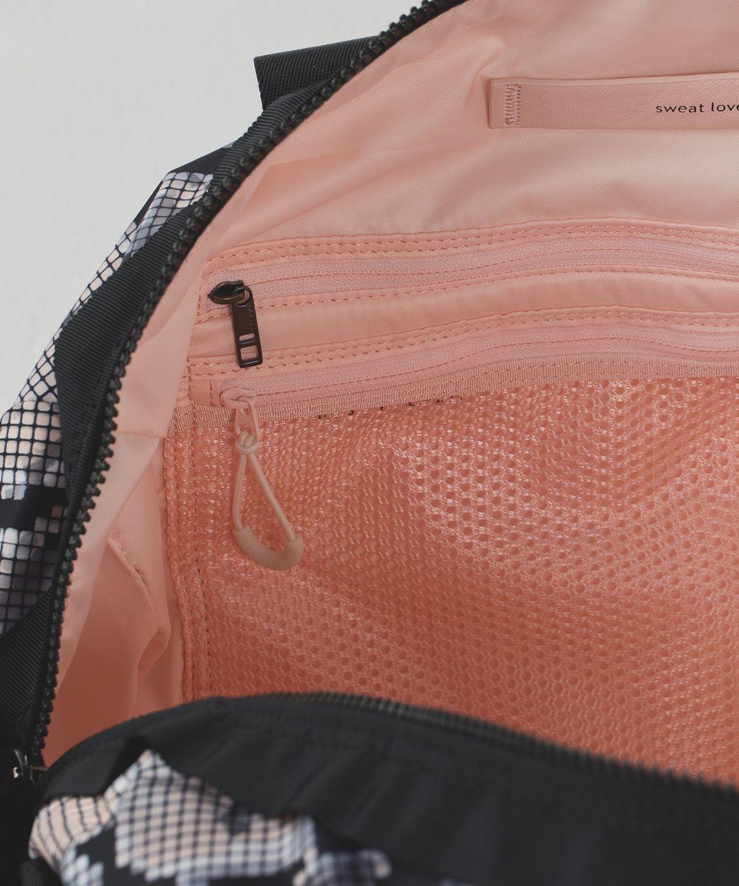 Lululemon Gym To Win Duffel - Ziggy Snake Butter Pink Black / Black