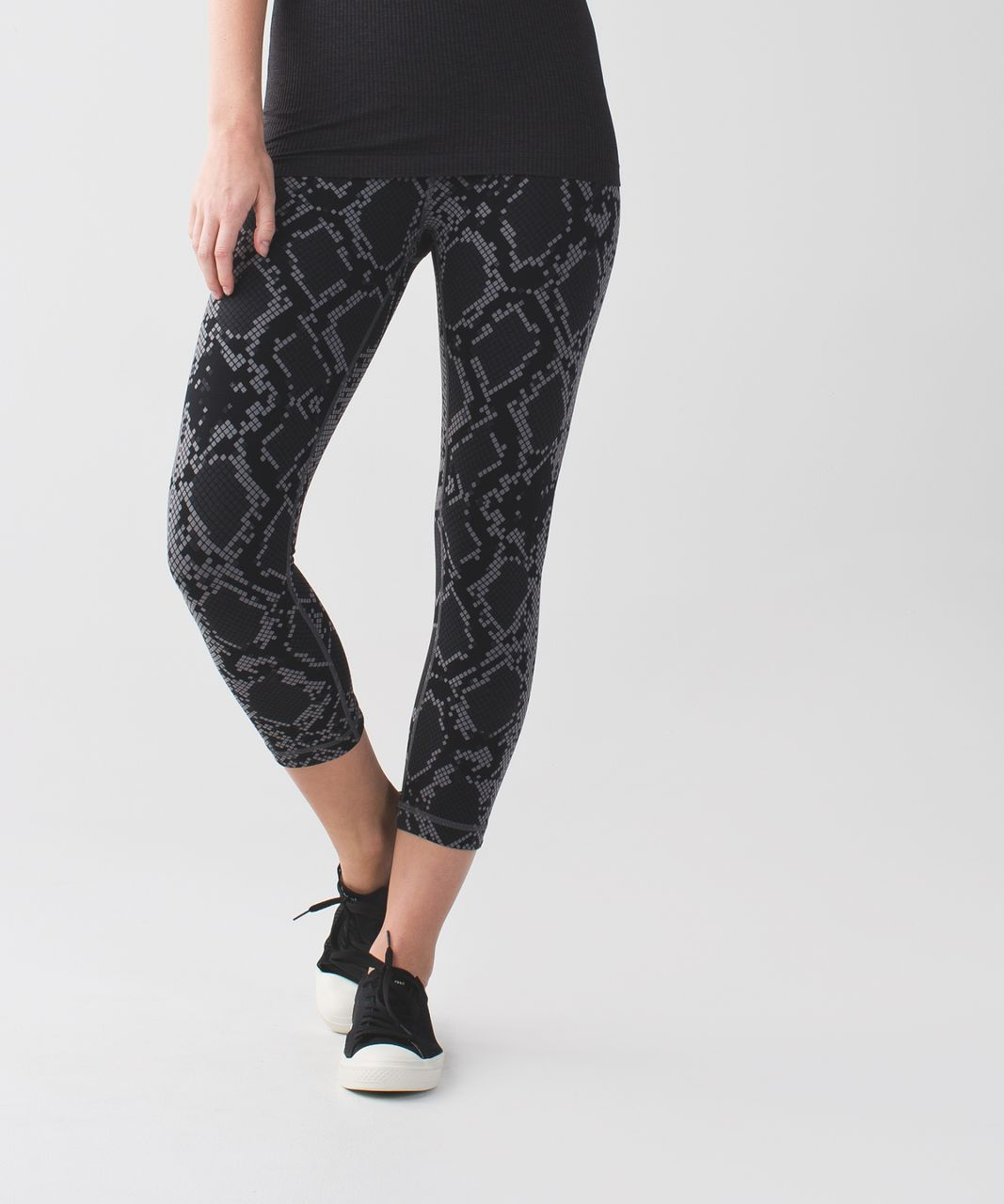 Lululemon Wunder Under Crop (Hi-Rise) *Full-On Luon - Simply Ziggy Snake Slate Deep Coal