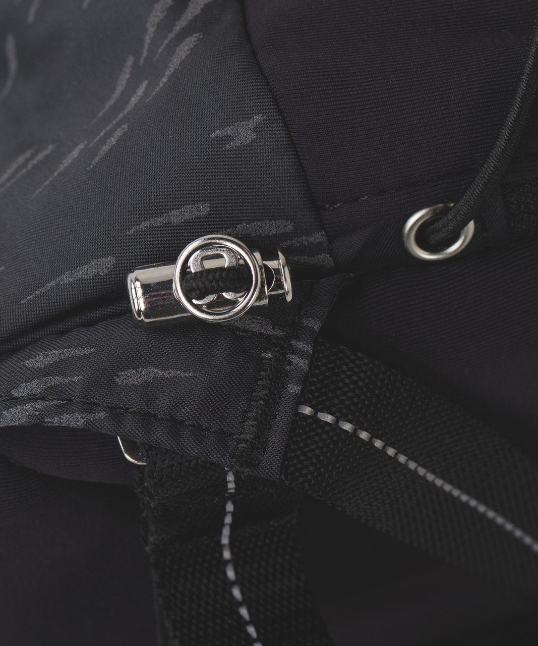 Lululemon Run All Day Backpack - Pitter Patter Bold Stripe Deep Coal Black