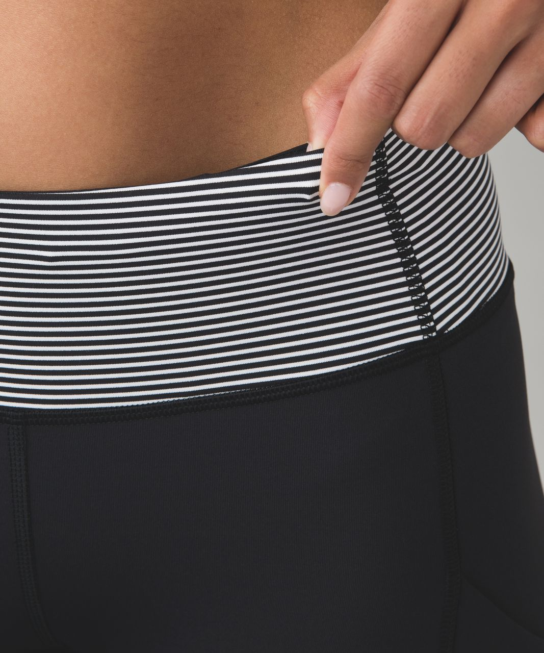 Lululemon Speed Tight IV *Brushed - Black / Mini Pop Stripe Black White