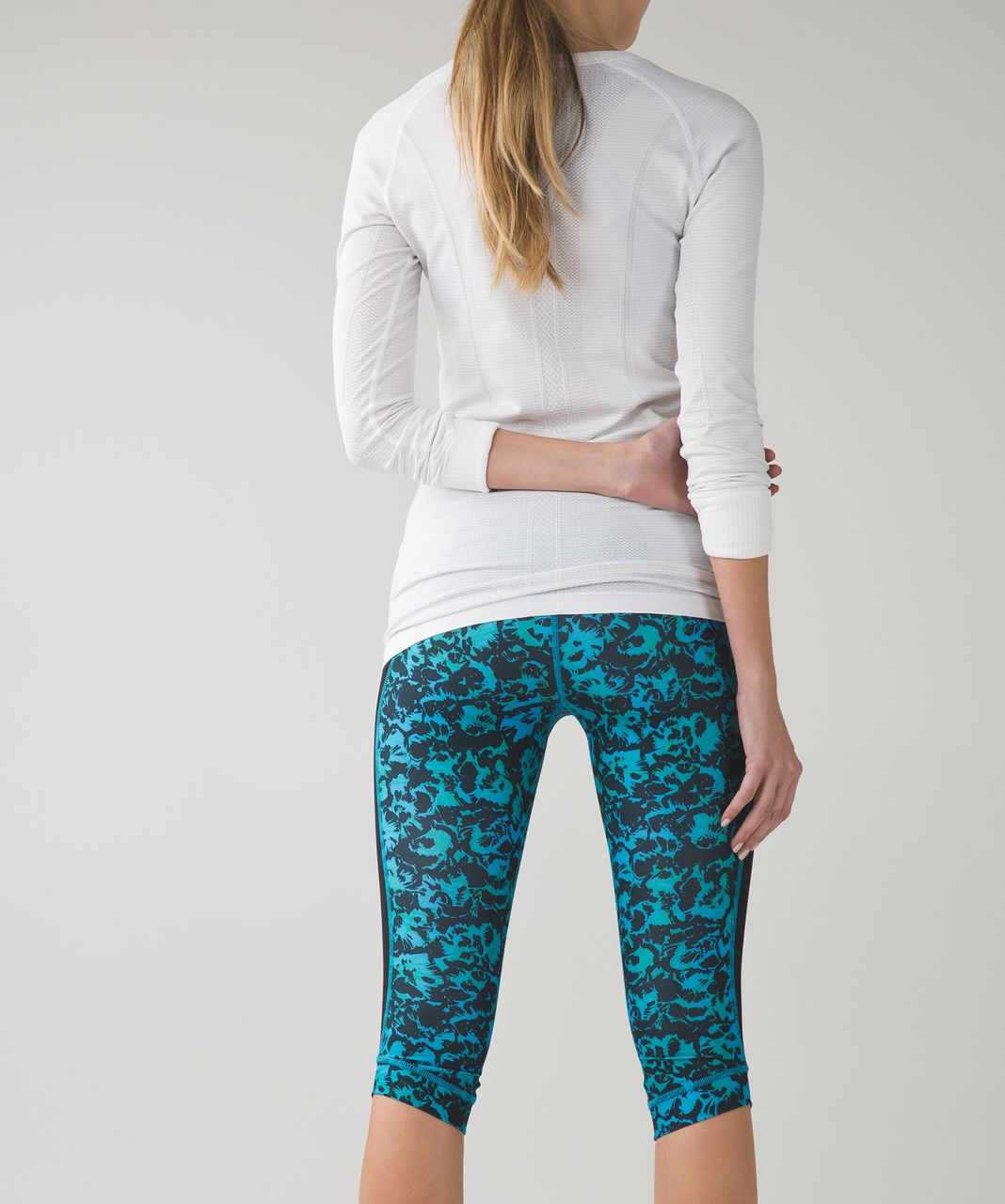 Lululemon Stop At Nothing Crop *Full-On Luxtreme - Fleur Sombre Kayak Blue Dragonfly / Black