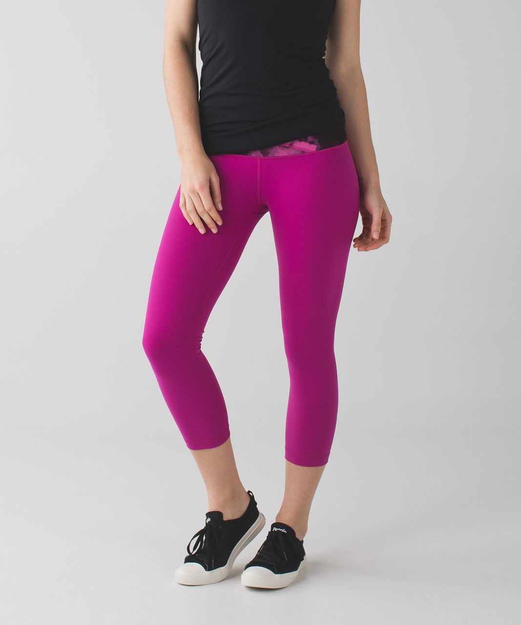Lululemon Wunder Under Crop (Hi-Rise) *Full-On Luon - Raspberry / Blooming Pixie Raspberry Black