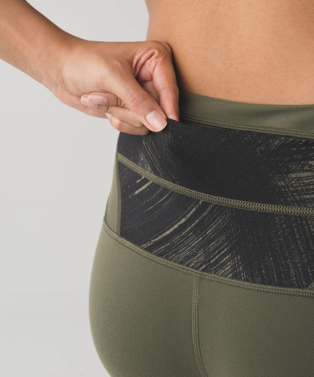 Lululemon Wunder Under Crop (Hi-Rise) *Full-On Luon - Fatigue Green / Wind Chill Fatigue Green Black