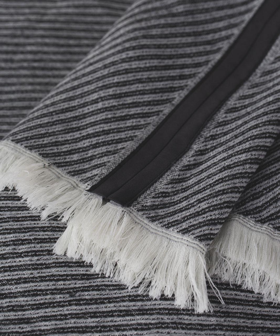 Lululemon Sit In Silence Scarf - Telemark Print White Black / White
