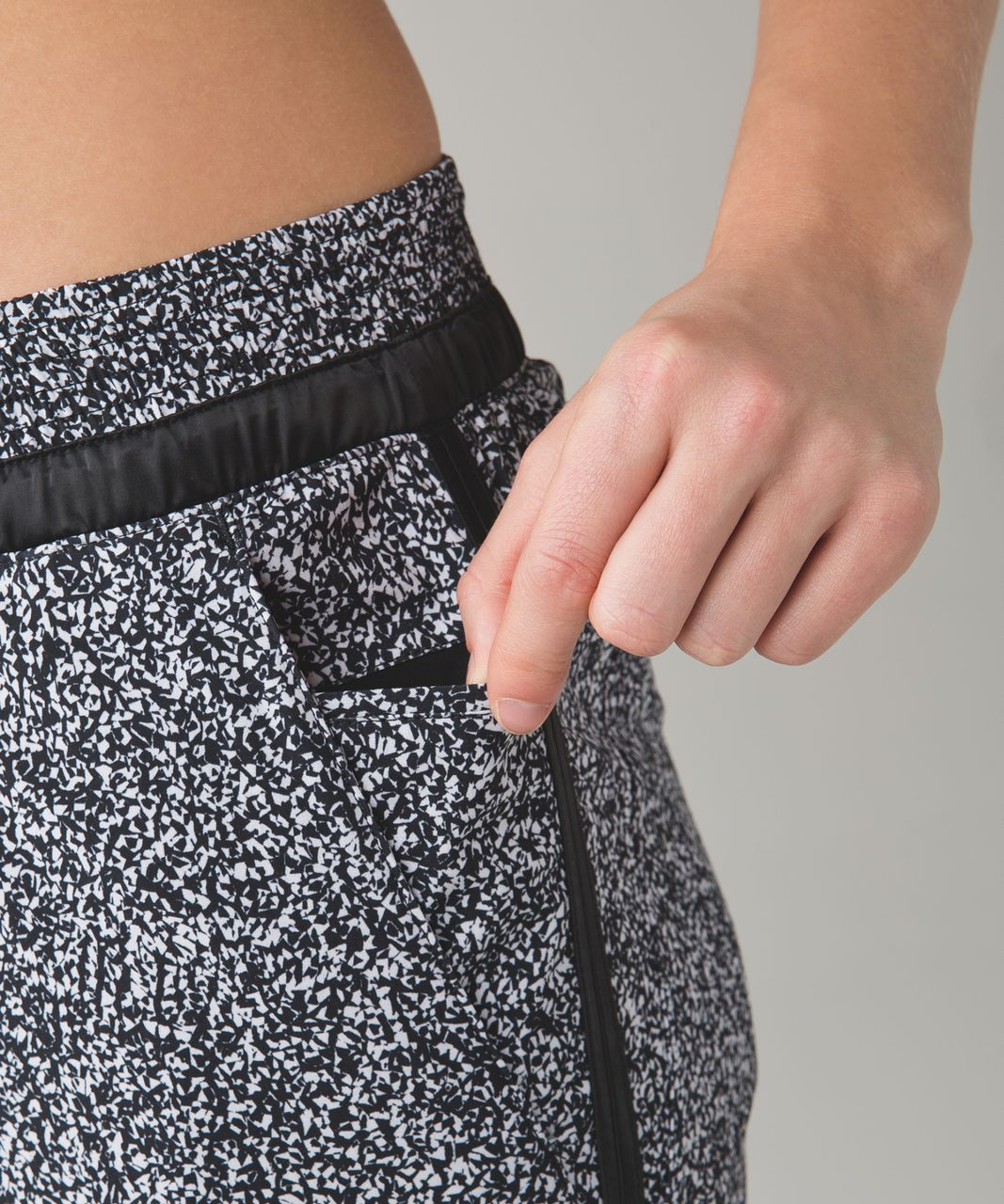 Lululemon &go On The Go Jogger - Flashback Static White Black / Black
