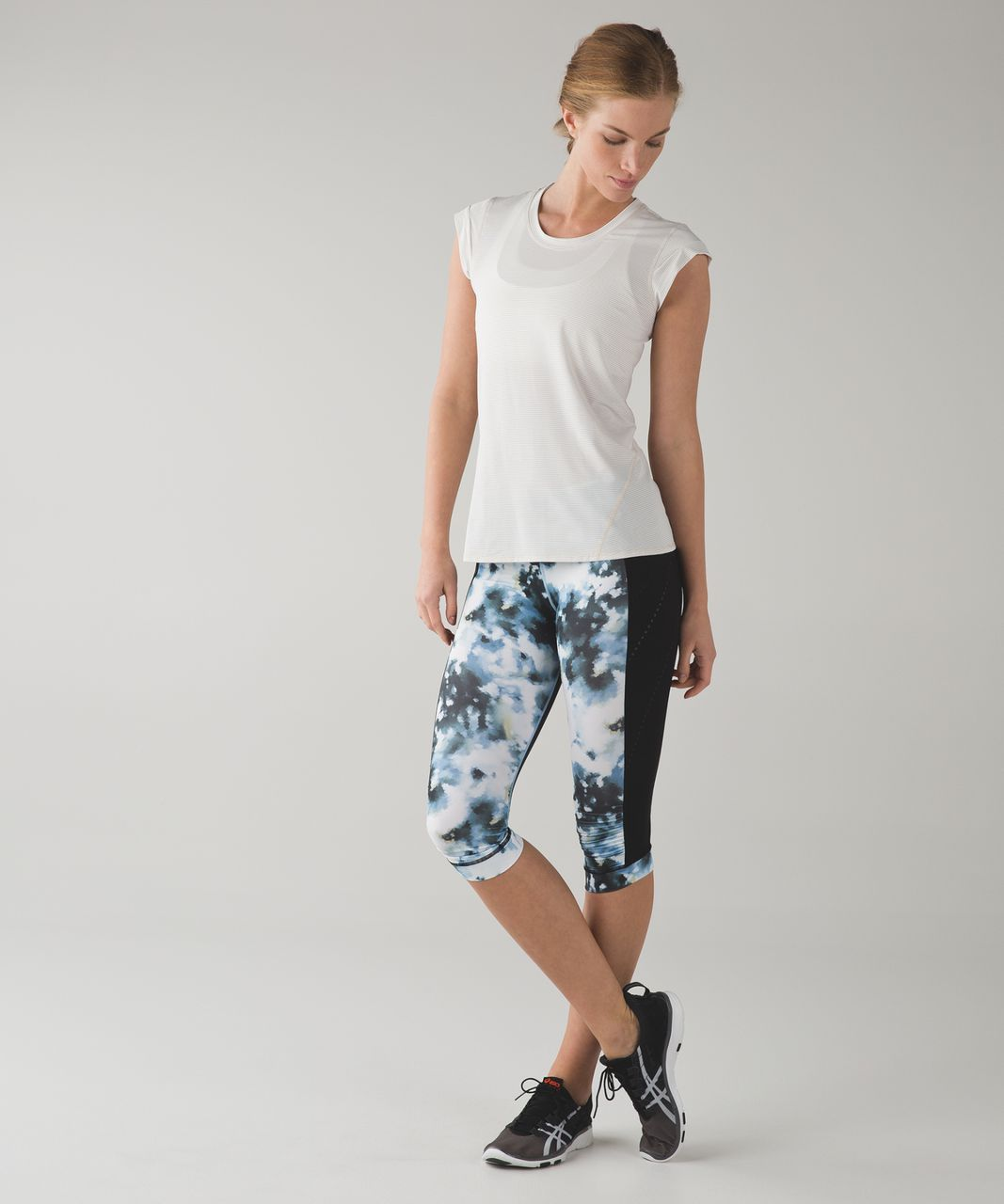 Lululemon Stop At Nothing Crop - Black / Mini Blooming Pixie Aquamarine Multi