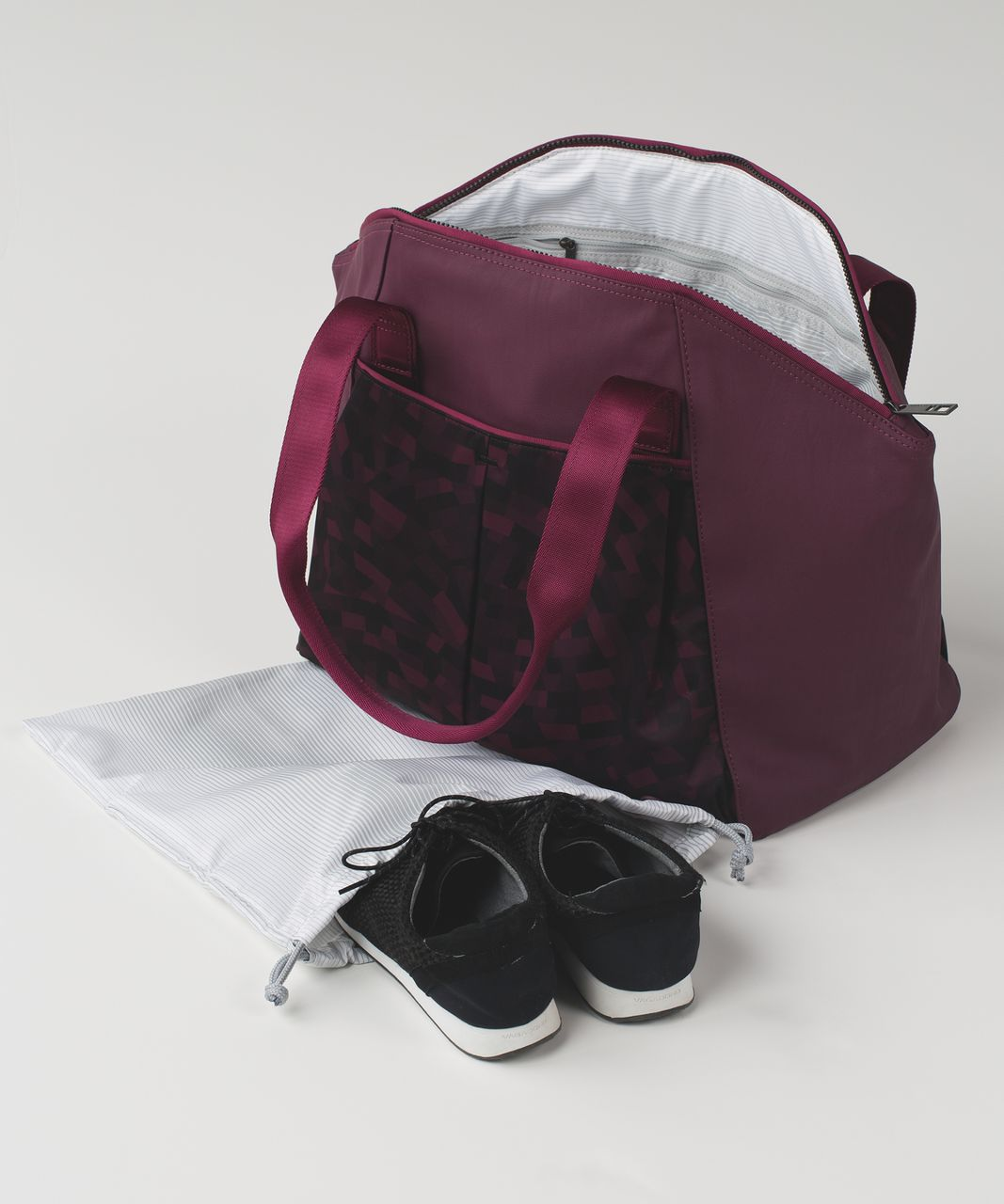 Lululemon Free to Be Bag - Capoeira Red Grape Black / Red Grape
