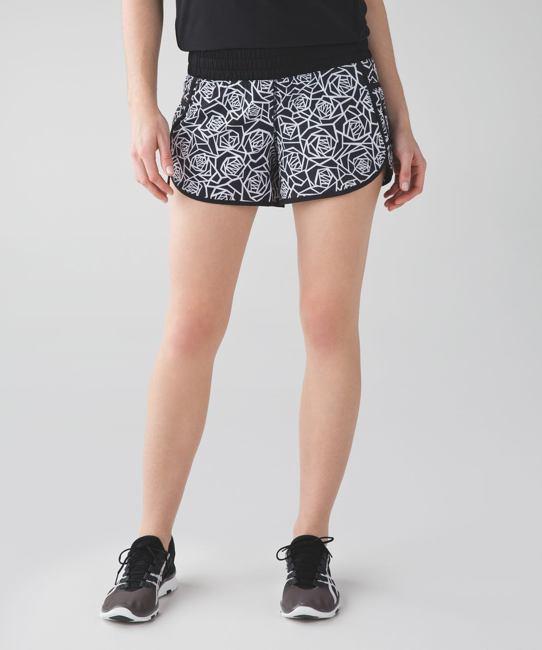 Lululemon Tracker Short III *4-way Stretch - Posey Black White / Black