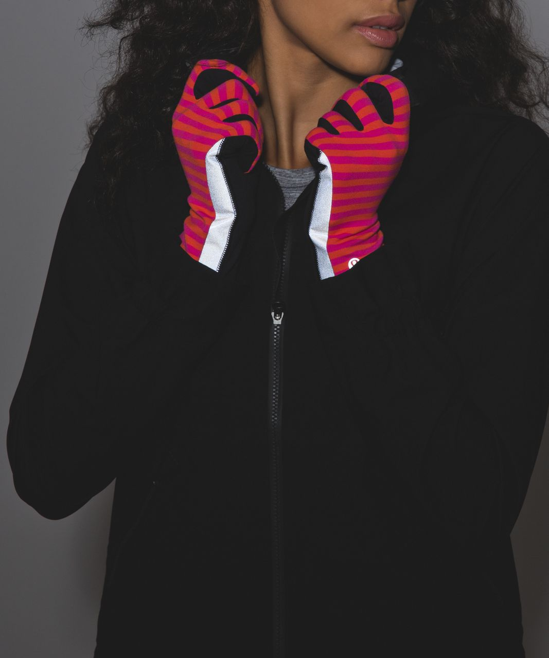 Lululemon Run With Me Gloves - Classic Stripe Jewelled Magenta Red October / Black