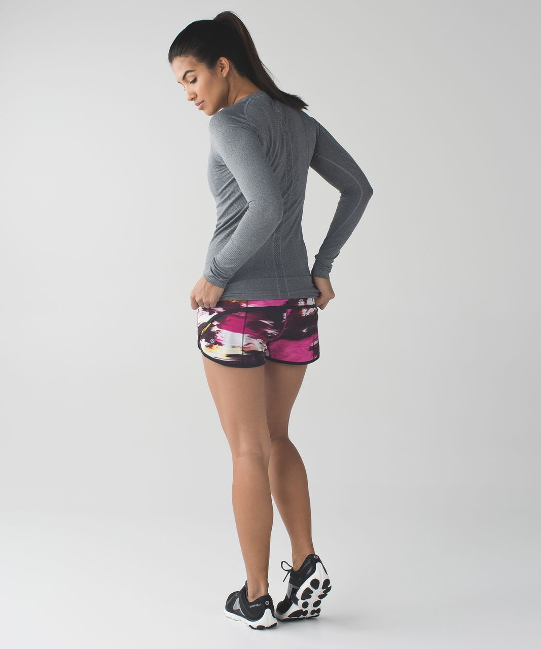 Lululemon Speed Short *4-way Stretch - Pigment Wind Berry Rumble Multi / Black