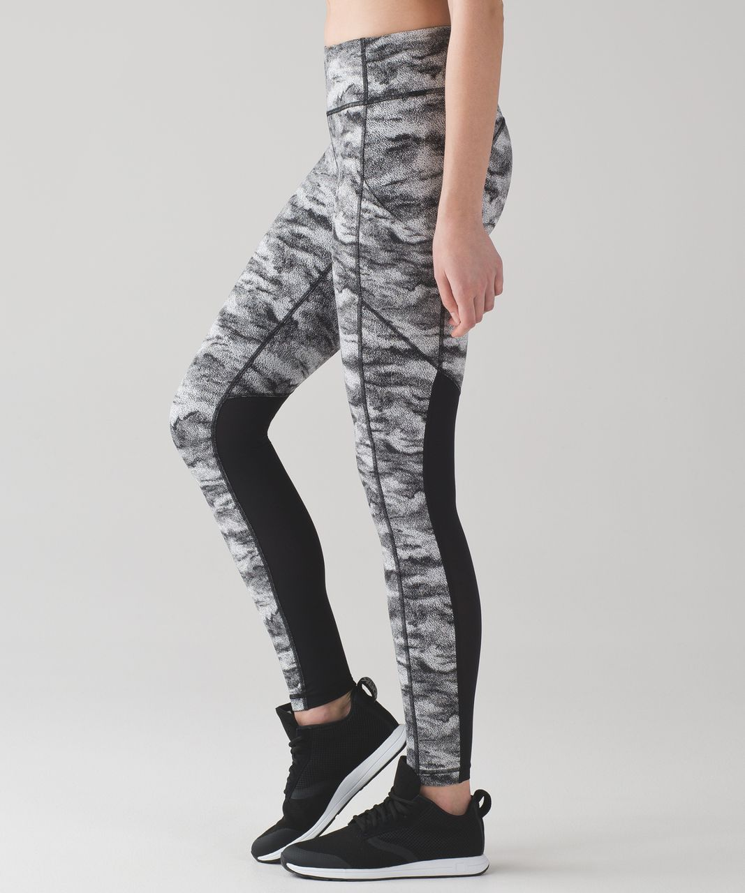 Lululemon Speed Tight V - Power Luxtreme Hazy Days Black White / Black