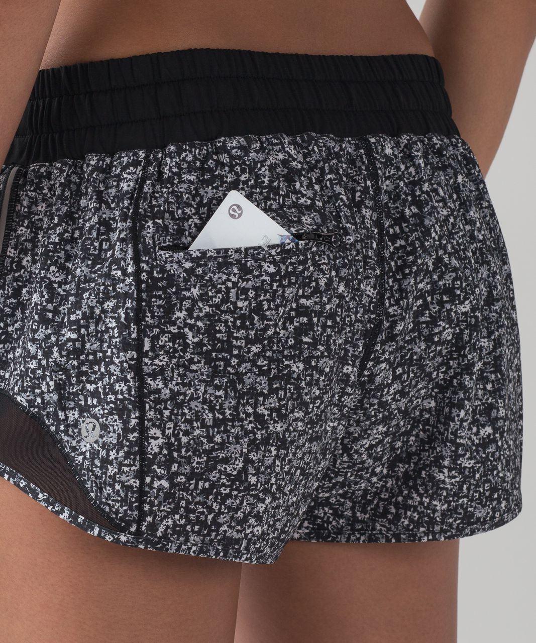 "Lululemon Hotty Hot Short (2 1/2"" ) - Daisy Dust Alpine White Black / Black"