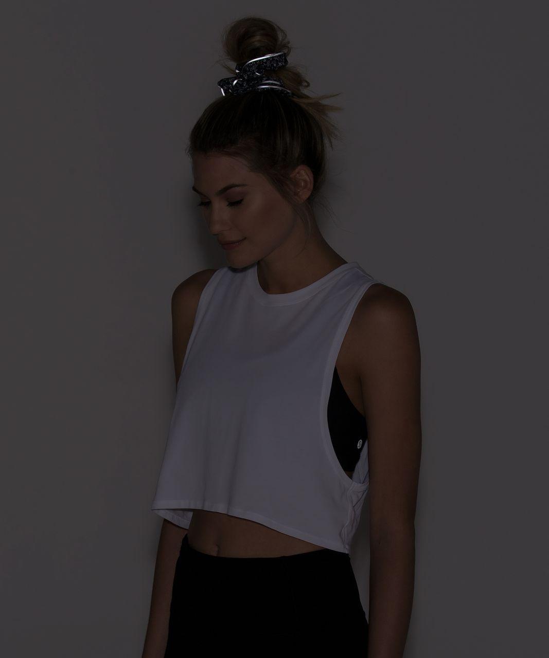 Lululemon Light Locks Scrunchie - Daisy Dust Alpine White Black / Black