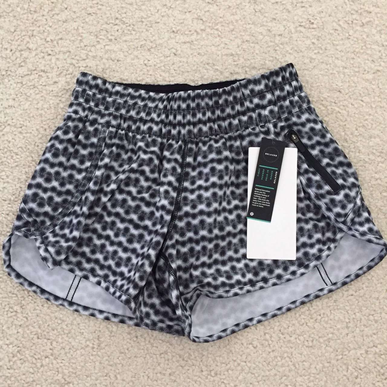 Lululemon Tracker Short V *SW - 2017 Seawheeze - DITW / Black