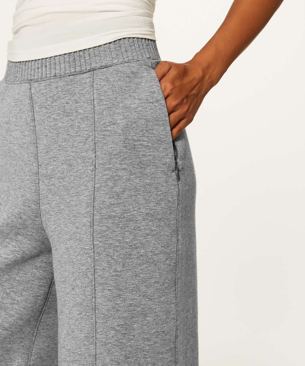 "Lululemon New Form Crop (17"") - Heathered Medium Grey / Black"