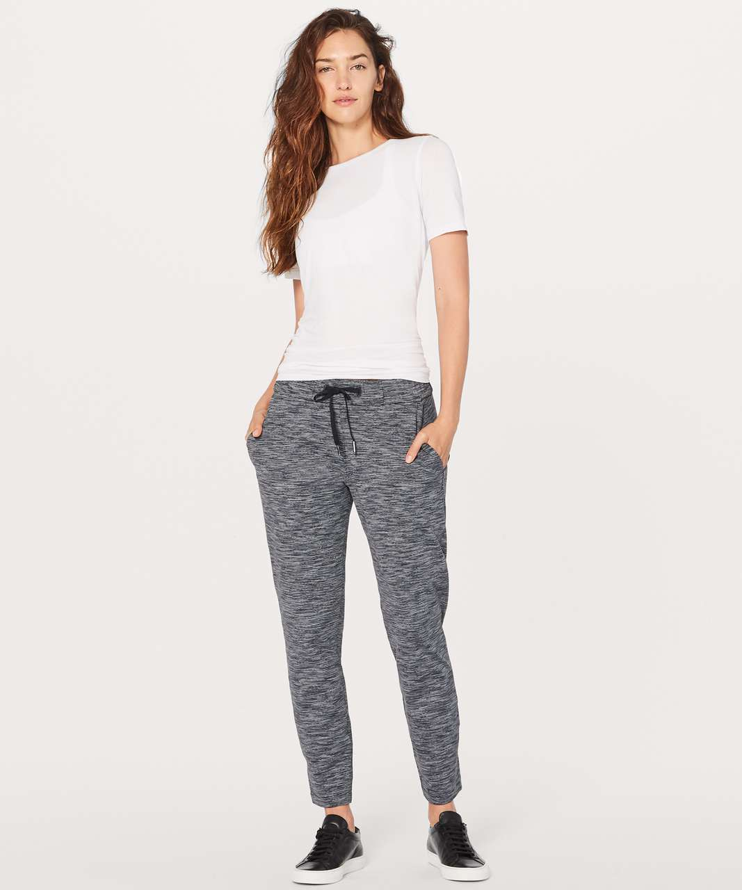 """Lululemon On The Fly Pant *28"""" - Wee Are From Space Black Slate / Black"""