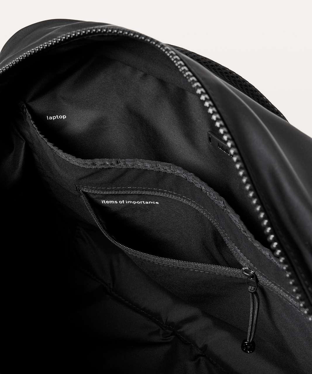 Lululemon Everywhere Duffel *Heatproof Pocket 27L - Black