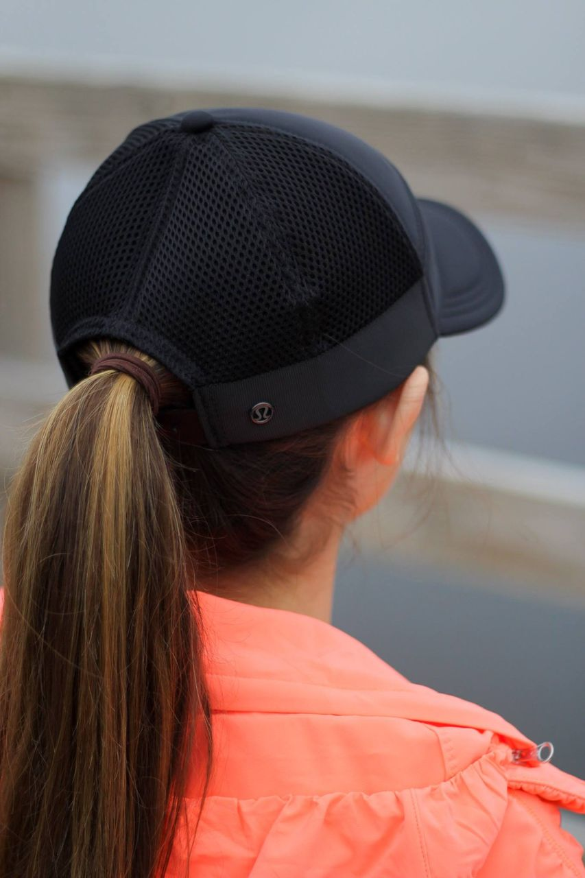Lululemon Dash And Splash Cap - Black / Black