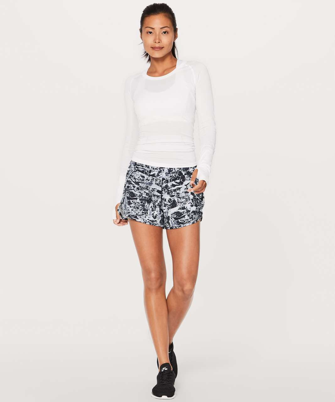 "Lululemon Tracker Short V 4"" - Interlaced Alpine White Black / Black"