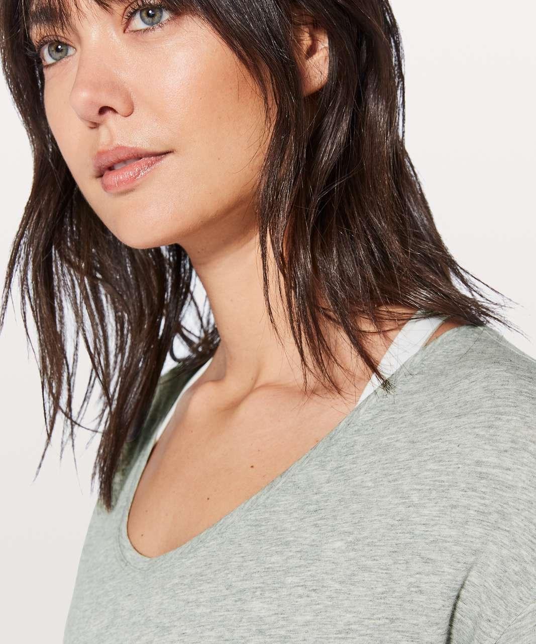 Lululemon Back In Action Long Sleeve V - Heathered Core Light Grey