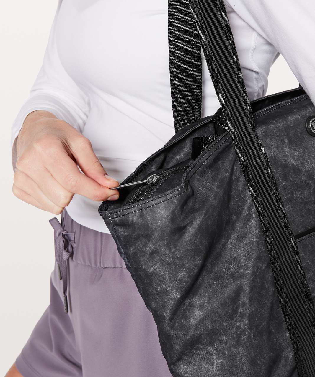 Lululemon Live Free Tote - Gravel Dust Ice Grey Nebula / Black