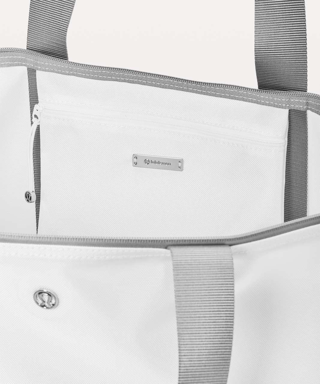 Lululemon The Fundamental Tote *Large 36L - White / Raceway Grey