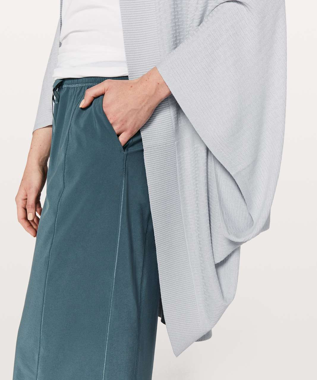 Lululemon Stillness Wrap - Silver Fox / Alpine White