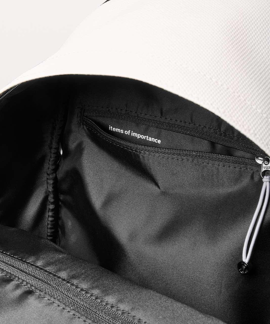 Lululemon Everywhere Backpack *17L - White / Black