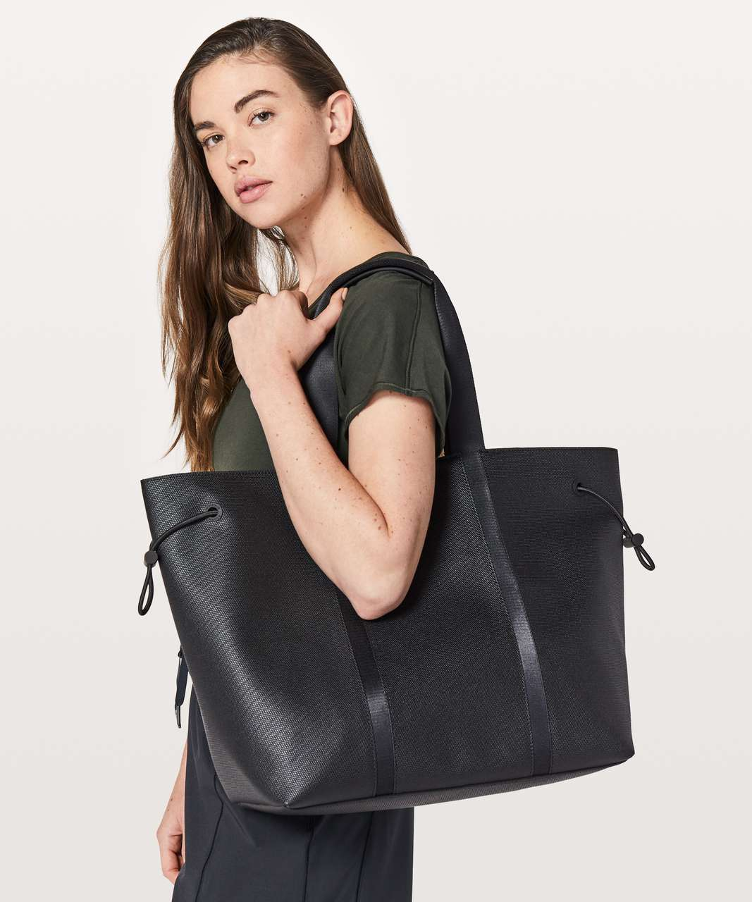 Lululemon Day Out Tote *16L - Black (First Release)