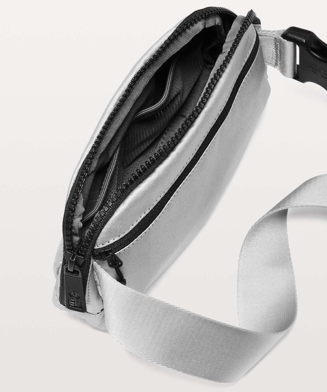 Lululemon Everywhere Belt Bag *1L - Silver