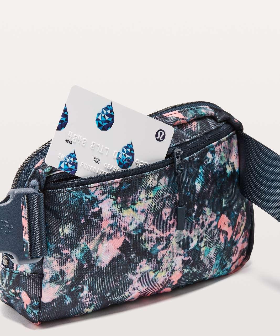 Lululemon Everywhere Belt Bag *1L - Dappled Daze Multi