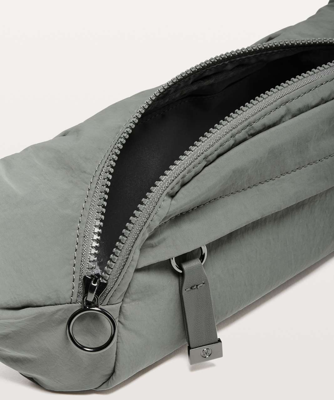 Lululemon On The Beat Belt Bag *4.5L - Grey Sage