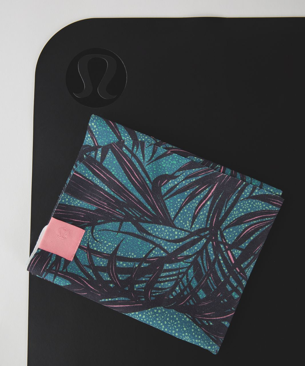 Lululemon The (Small) Towel - Palm Lace Tofino Teal Multi