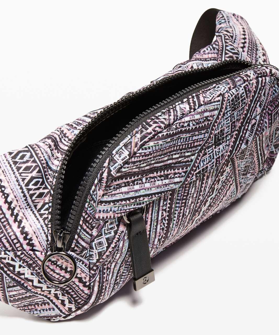 e7bc6b851e Lululemon On The Beat Belt Bag *4.5L - Tribal Pace White Black ...