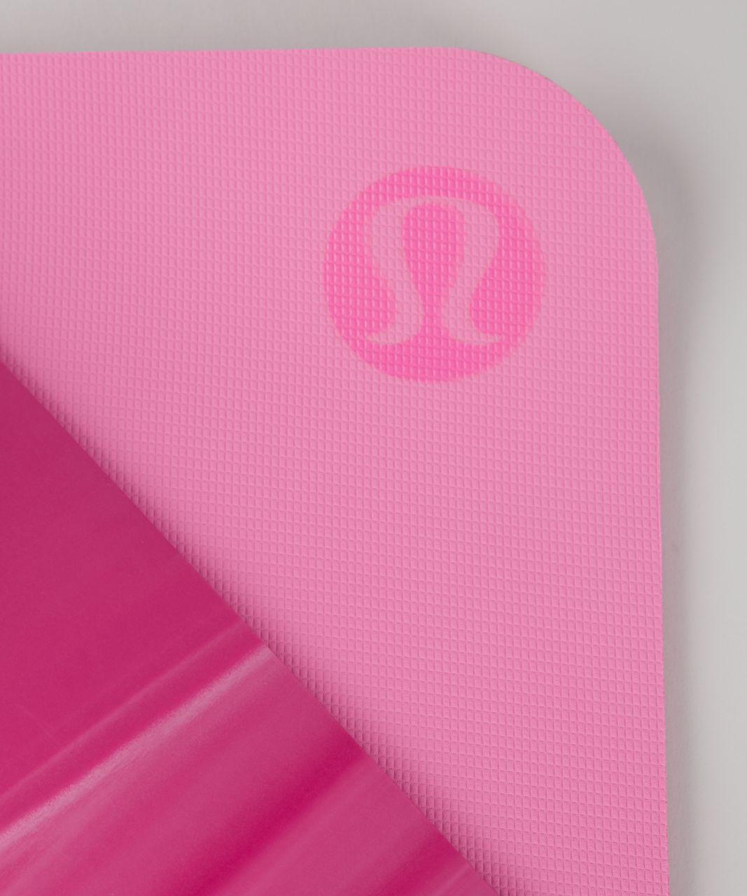 Lululemon The Reversible Mat 5mm - Bon Bon / White / Pink Shell