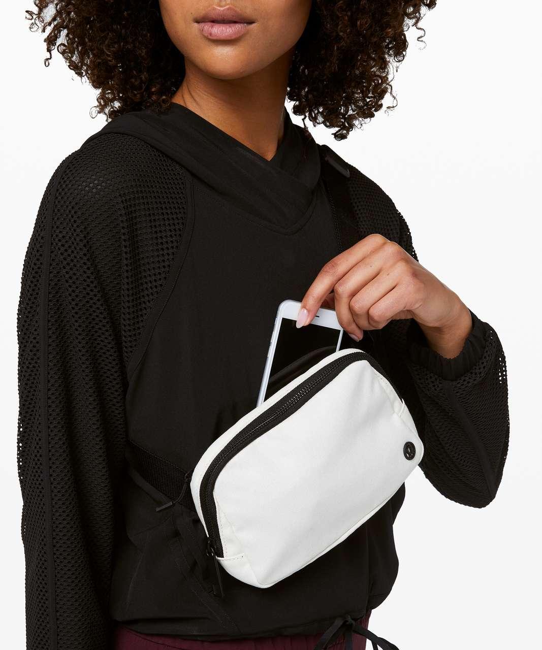 Lululemon Everywhere Belt Bag *1L - Angel Wing / Black