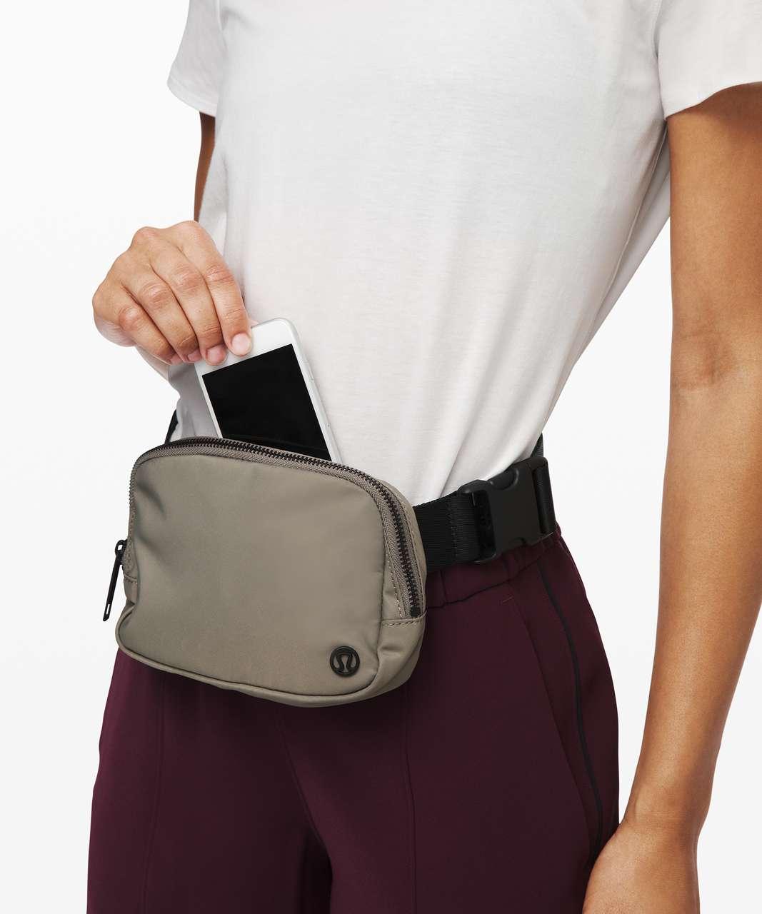 Lululemon Everywhere Belt Bag *1L - Carbon Dust / Black