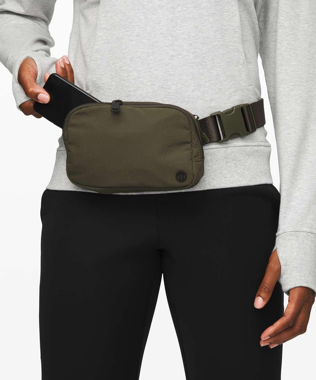 Lululemon Everywhere Belt Bag *1L - Armory