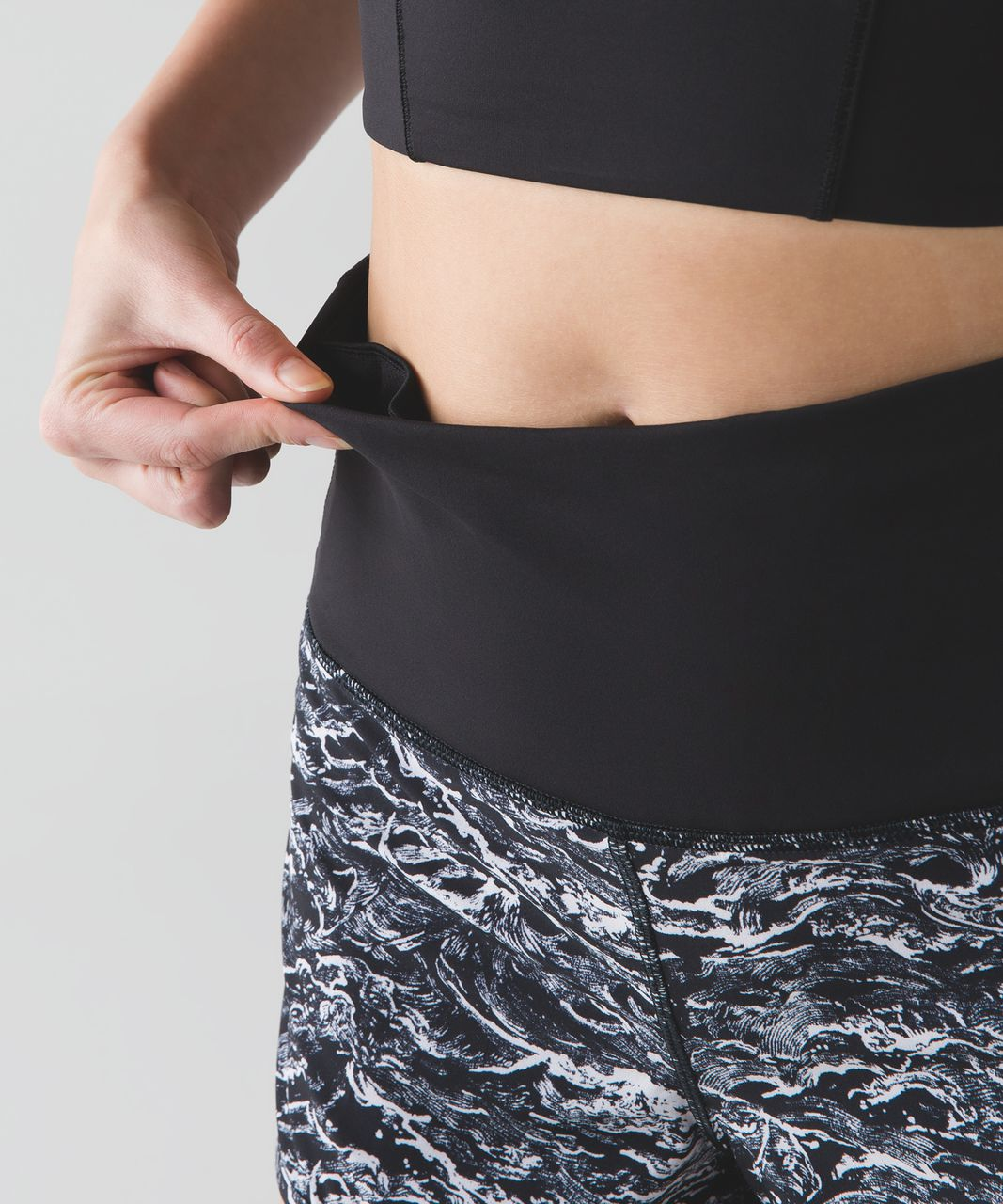 Lululemon Speed Short (High Waist) - Nami Wave White Black / Black